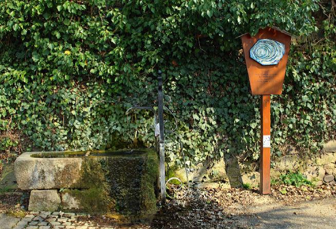 """Station 2 """"Schwester Wasser"""" am Brunnen in der Kalkgasse"""